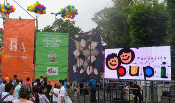 Pantalla LED en evento fundacion PUPI