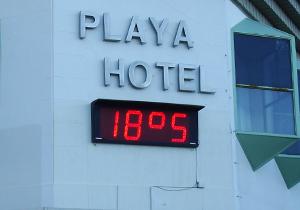 Hora temperatura reloj hotel